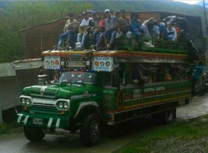 Accidente de autobus deja 14 muertos y 35 heridos en Colombia