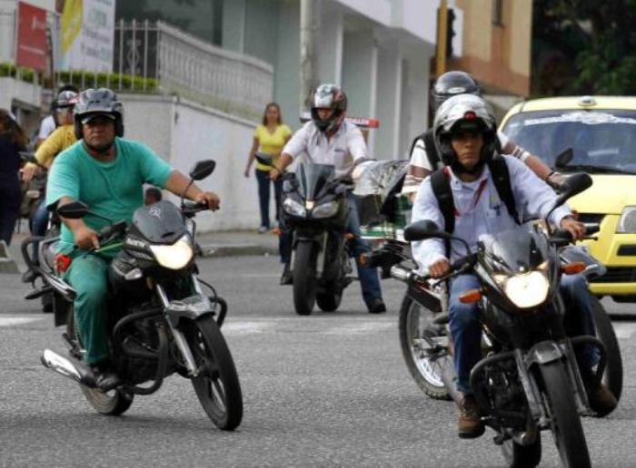 el capturado quien se movilizaba en una motocicleta por el barrio combeima al sur de la capital del tolima donde fue requerido en un puesto de control y